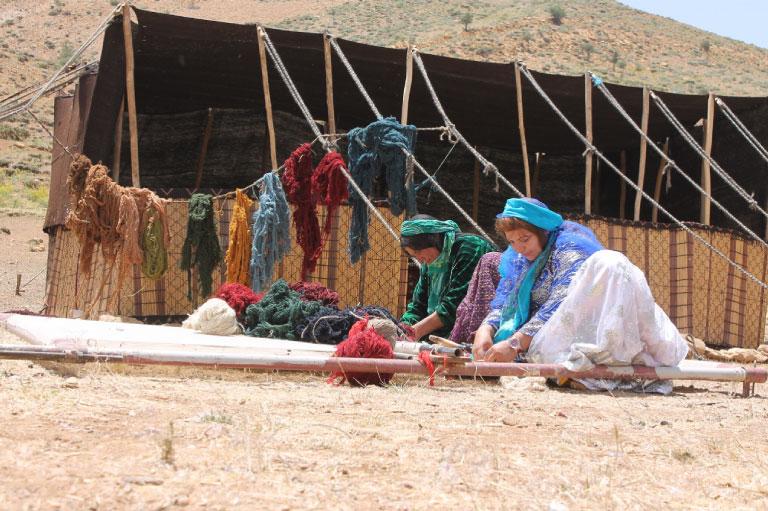 南ペルシア(イランの高原南西部)の遊牧民族によって織られ続けている伝統的な手織り絨毯